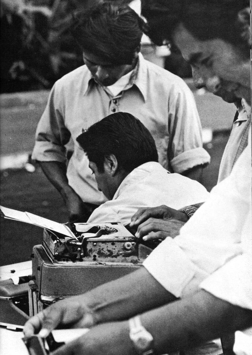 Dattilografi pubblici davanti all'Università di Lima 1972